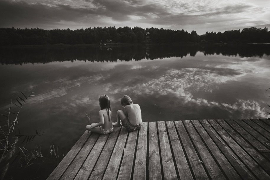 bambini-che-giocano-estate-idillica-villaggio-fotografia-izabela-urbaniak-13