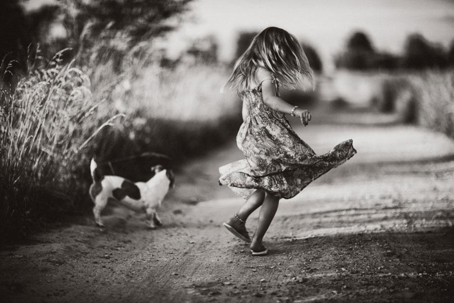 bambini-che-giocano-estate-idillica-villaggio-fotografia-izabela-urbaniak-14