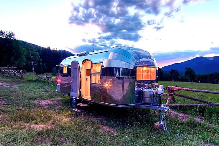 caravan-roulotte-vintage-airstream-casa-mobile-timeless-travel-trailer-1