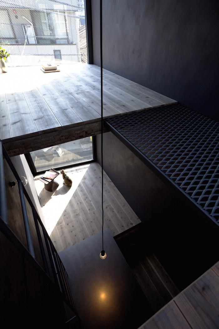 casa-stretta-minimalista-giappone-yuua-01