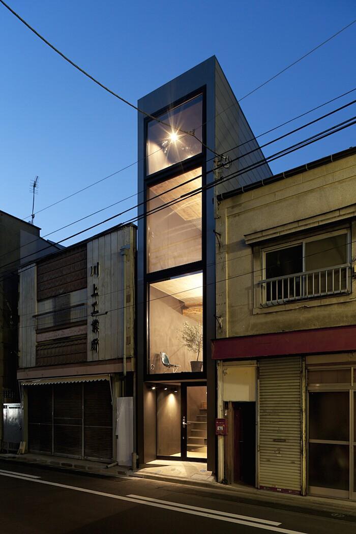 casa-stretta-minimalista-giappone-yuua-07
