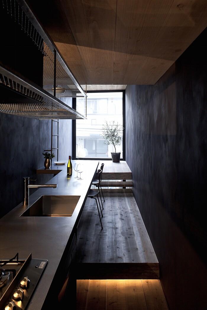 casa-stretta-minimalista-giappone-yuua-08