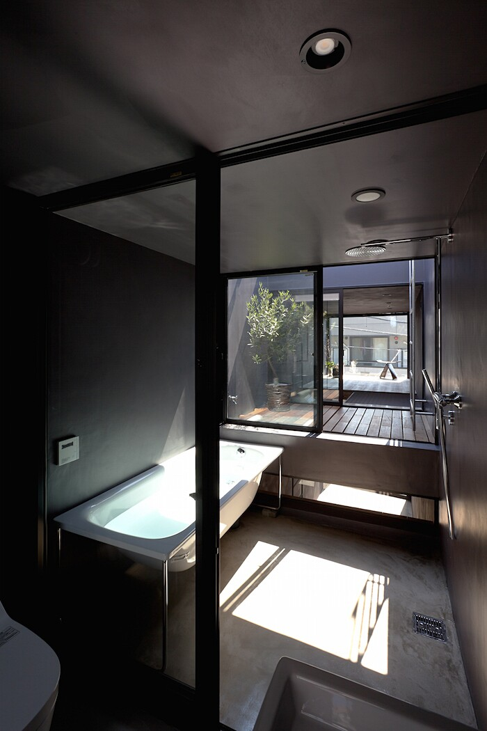 casa-stretta-minimalista-giappone-yuua-09