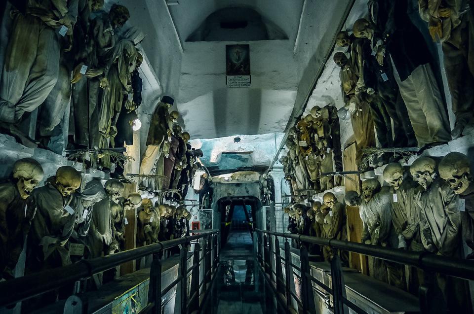 catacombe-cappuccini-palermo-scheletri-mummie-1
