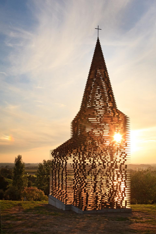 chiesa-trasparente-acciaio-architettura-belgio-gijs-van-vaerenbergh-03