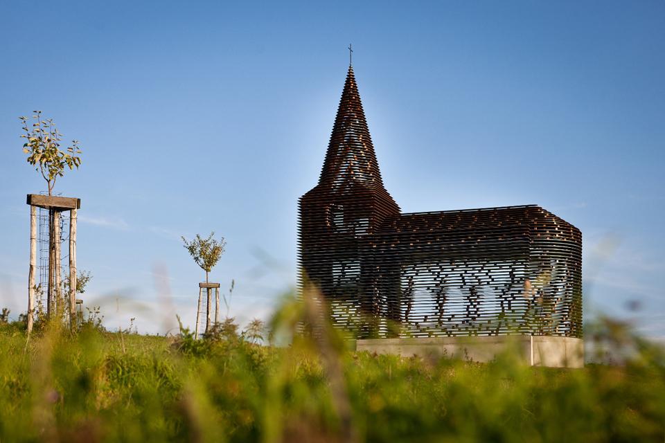 chiesa-trasparente-acciaio-architettura-belgio-gijs-van-vaerenbergh-04