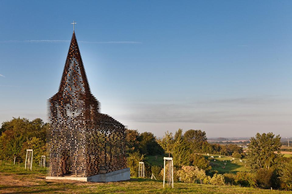 chiesa-trasparente-acciaio-architettura-belgio-gijs-van-vaerenbergh-07