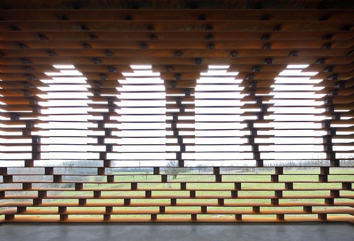 chiesa-trasparente-acciaio-architettura-belgio-gijs-van-vaerenbergh-09