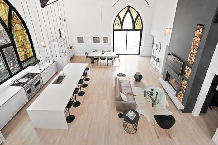 conversione-ristrutturazione-chiesa-sconsacrata-casa-moderna-vetrate-gotiche-06