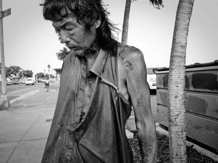 fotografa-documenta-vita-dei-senzatetto-e-trova-il-padre-diana-kim-01