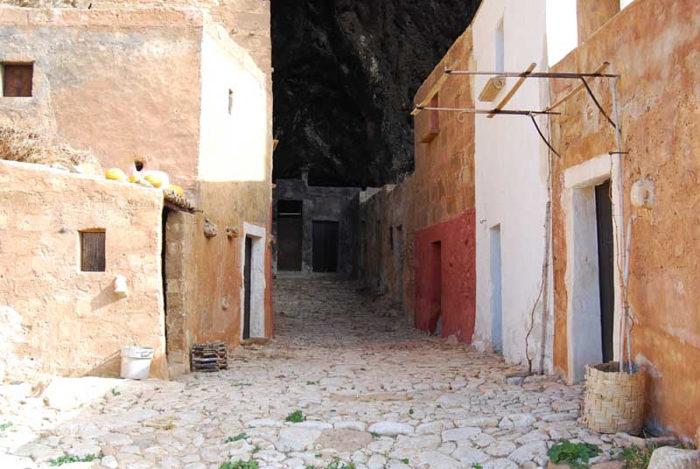 grotta-mangiapane-sicilia-borgo-antico-16