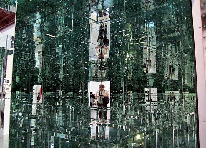 installazione-stanza-specchi-infinity-room-arte-lucas-samaras-5