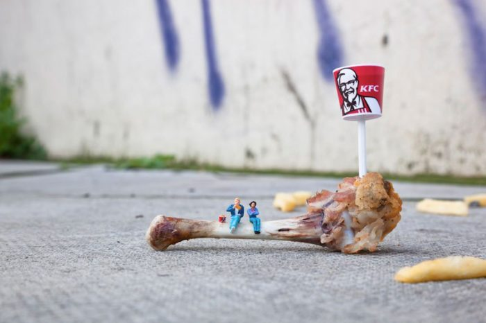 installazioni-street-art-fotografia-miniature-little-people-project-slinkachu-03