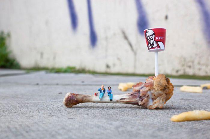 installazioni-street-art-fotografia-miniature-little-people-project-slinkachu-03