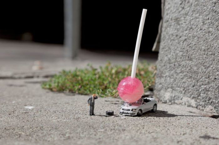 installazioni-street-art-fotografia-miniature-little-people-project-slinkachu-04