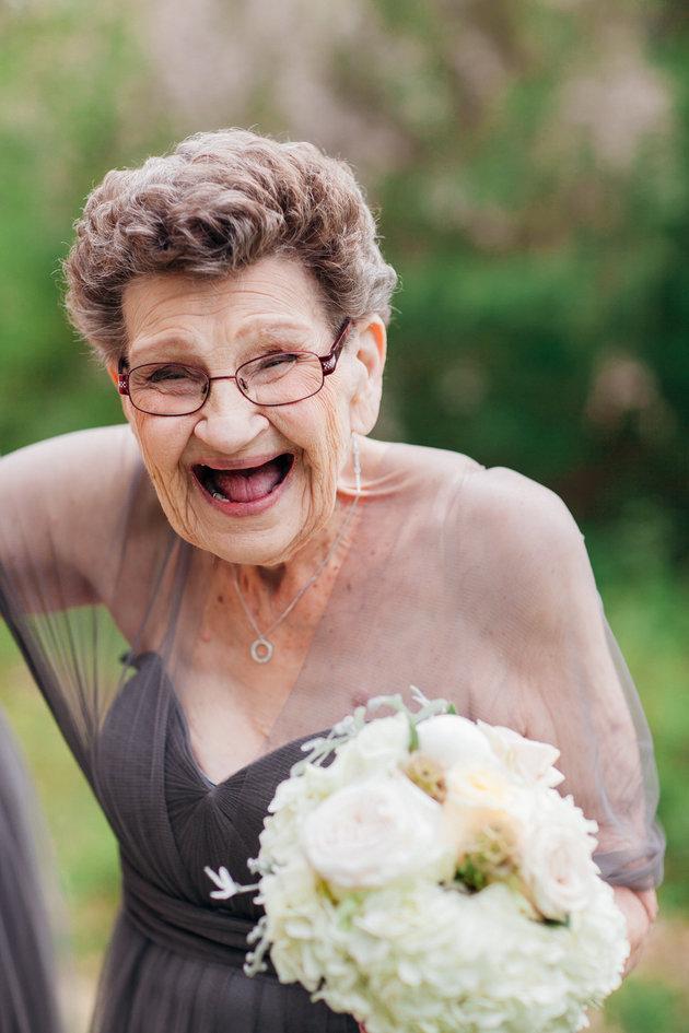 nonna-89-anni-damigella-onore-matrimonio-nipote-nana-betty-3