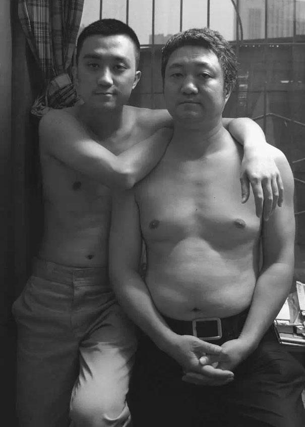 padre-figlio-trenta-anni-stessa-foto-19