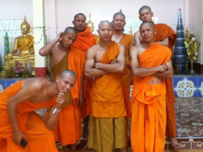 perde-ipod-sincronizzato-icloud-spuntano-foto-monaci-buddisti-viaggi-scott-herder-17
