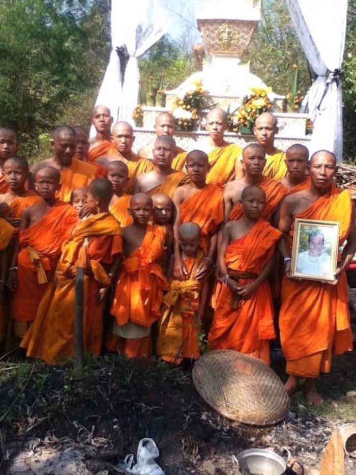 perde-ipod-sincronizzato-icloud-spuntano-foto-monaci-buddisti-viaggi-scott-herder-18