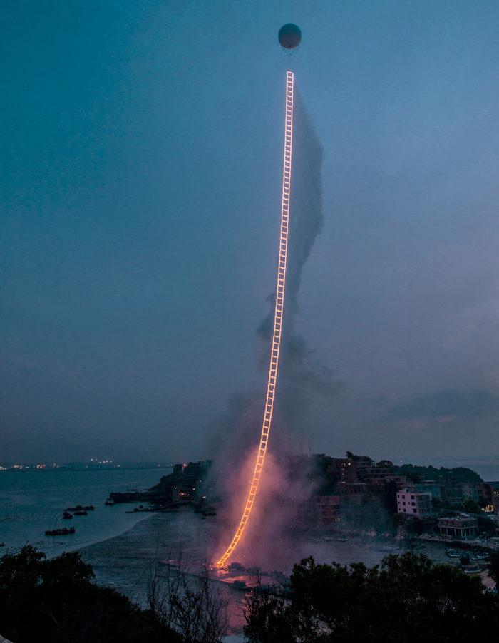 performance-arte-scala-fuoco-cielo-sky-ladder-cai-guo-qiang-1