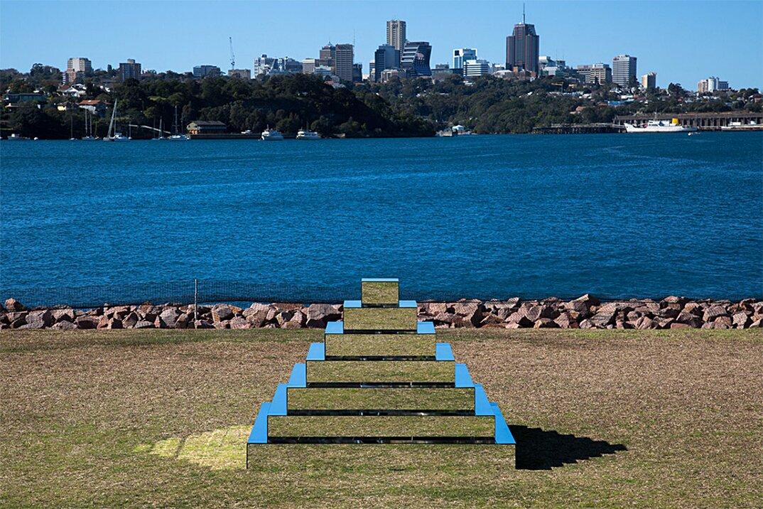 piramide-ziqqurat-specchi-arte-scultura-mirrored-ziggurat-shirin-abedinirad-3