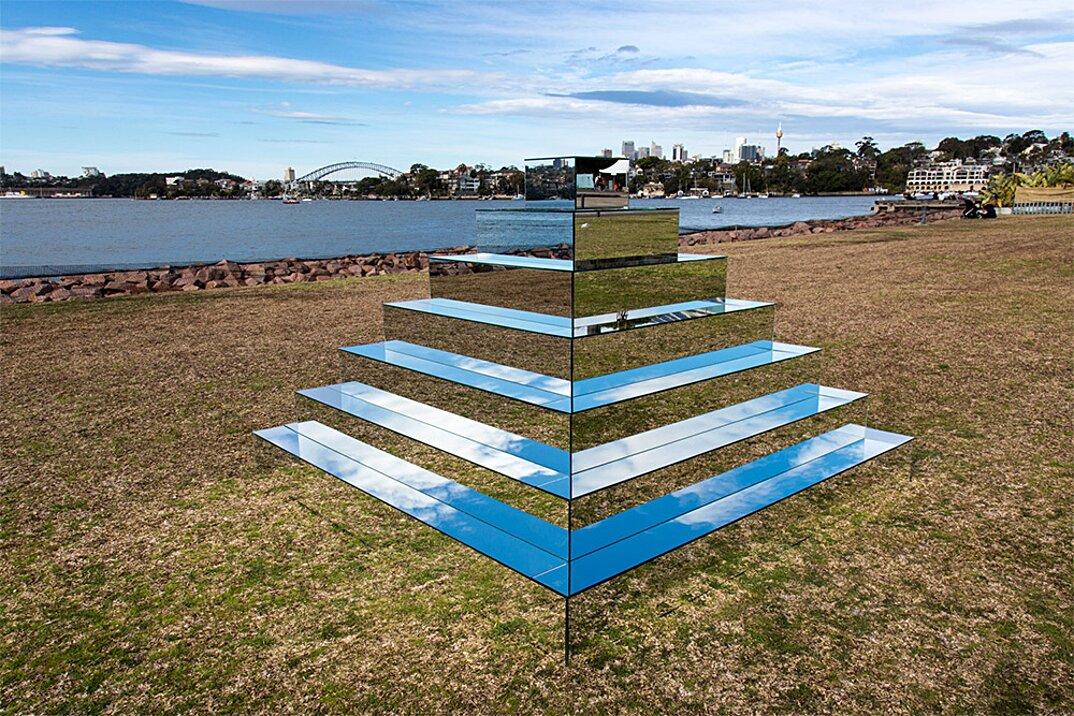 piramide-ziqqurat-specchi-arte-scultura-mirrored-ziggurat-shirin-abedinirad-4
