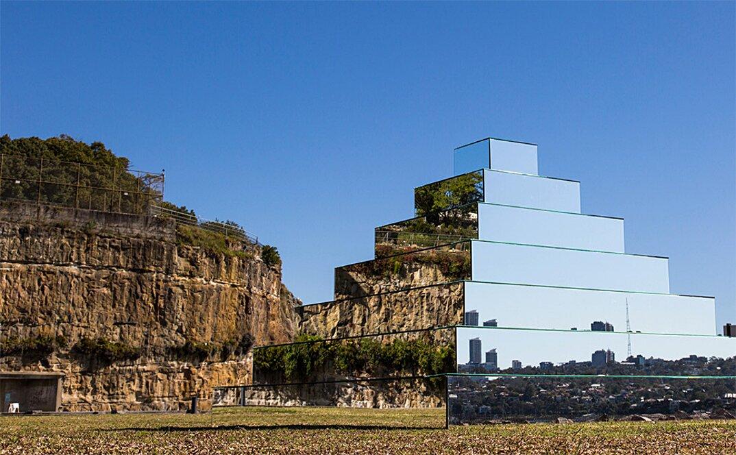 piramide-ziqqurat-specchi-arte-scultura-mirrored-ziggurat-shirin-abedinirad-5
