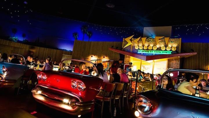 ristorante-vintage-stile-anni-50-drive-in-sci-fi-3