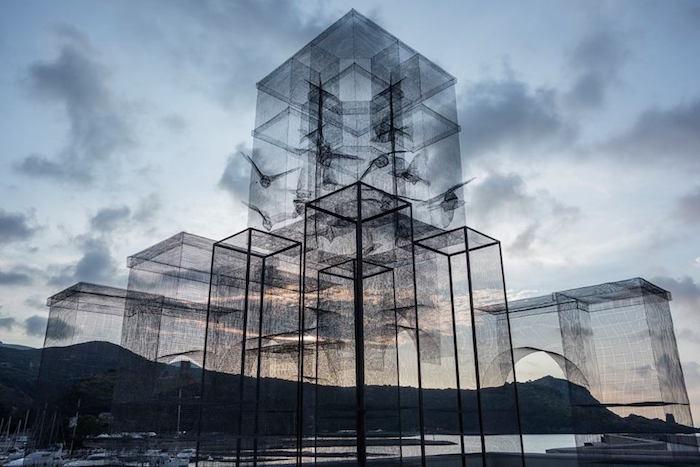 scultura-installazione-rete-filo-metallico-edoardo-tresoldi-marina-di-camerota-incipit-4