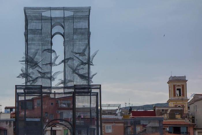 scultura-installazione-rete-filo-metallico-edoardo-tresoldi-marina-di-camerota-incipit-5
