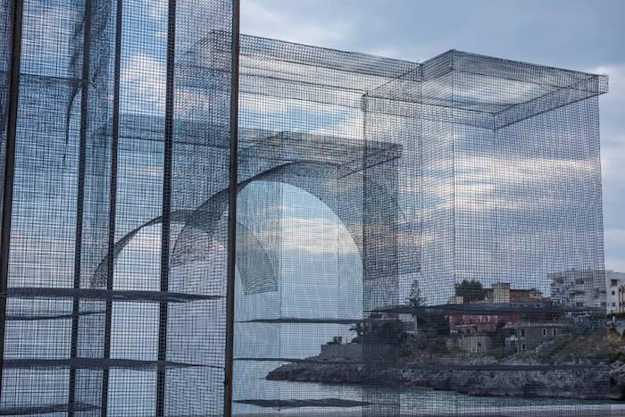 scultura-installazione-rete-filo-metallico-edoardo-tresoldi-marina-di-camerota-incipit-8