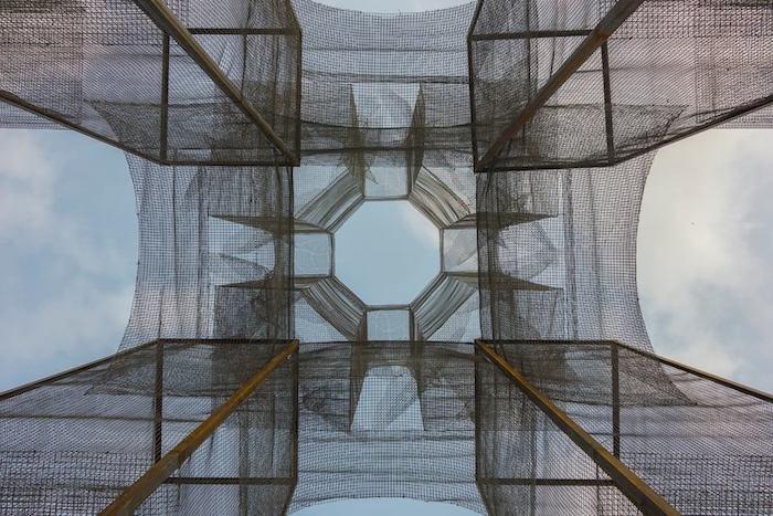 scultura-installazione-rete-filo-metallico-edoardo-tresoldi-marina-di-camerota-incipit-9