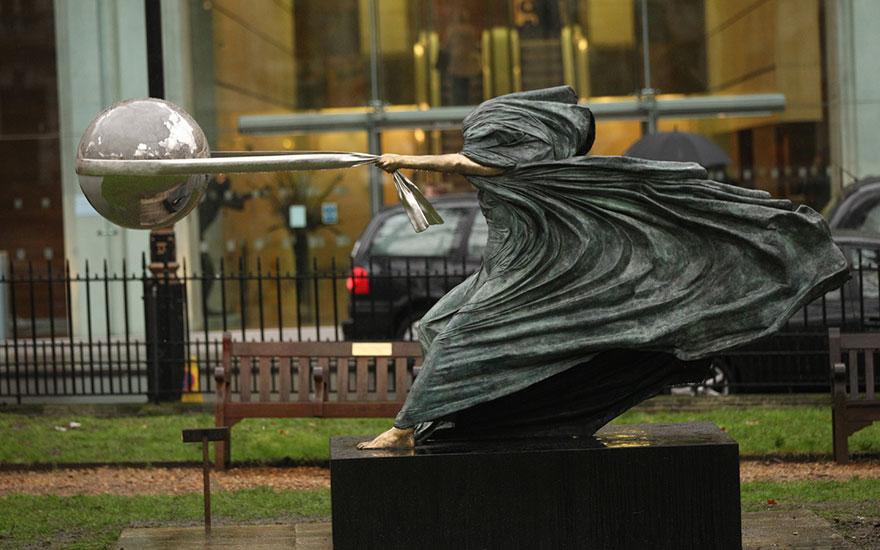 sculture-madre-natura-lorenzo-quinn-01