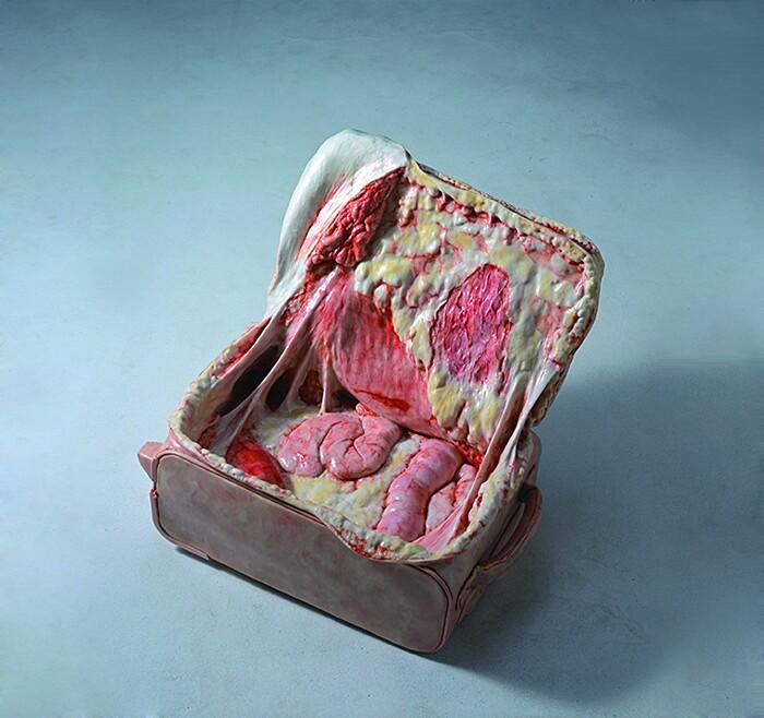 sculture-oggetti-carne-ossa-organi-interni-grasso-cao-hui3