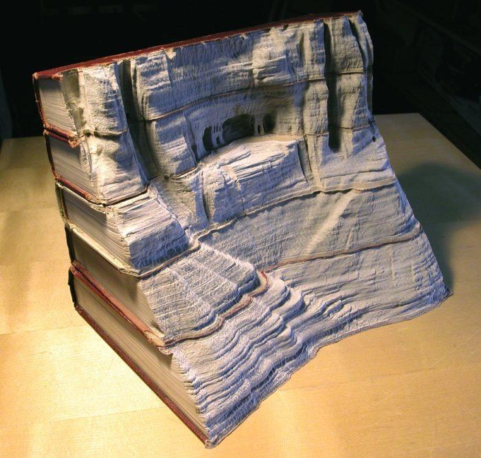 sculture-vecchi-libri-incisi-paesaggi-montagne-guy-laramee-01