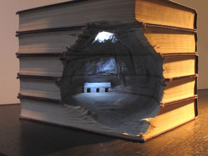 sculture-vecchi-libri-incisi-paesaggi-montagne-guy-laramee-02