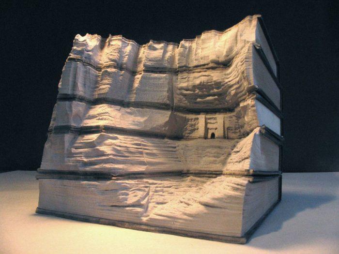 sculture-vecchi-libri-incisi-paesaggi-montagne-guy-laramee-03