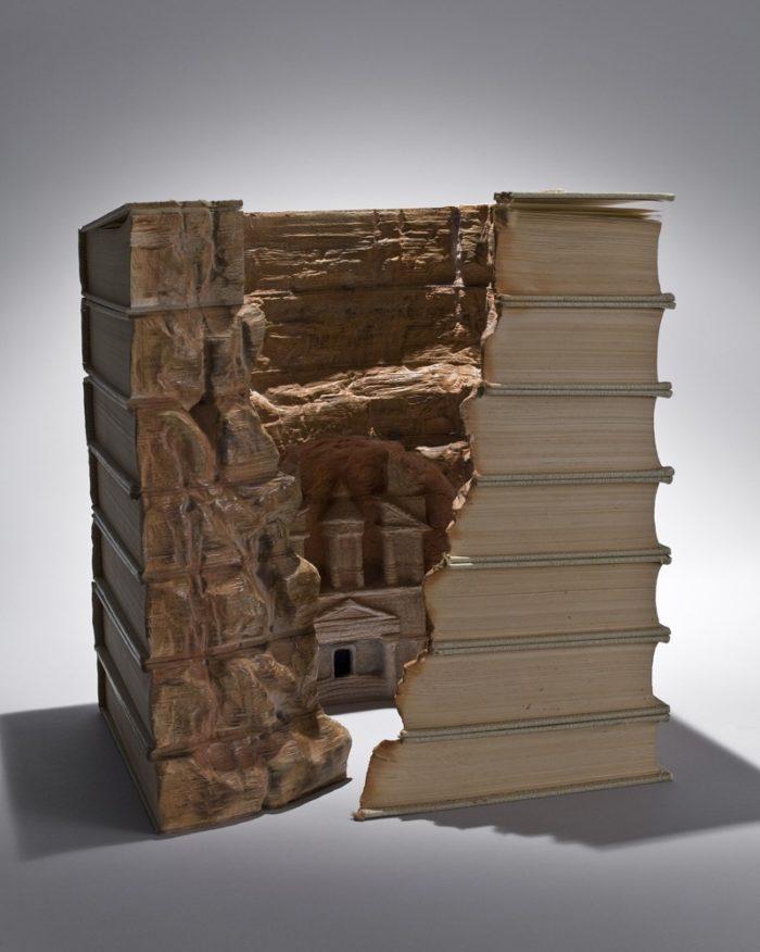 sculture-vecchi-libri-incisi-paesaggi-montagne-guy-laramee-04