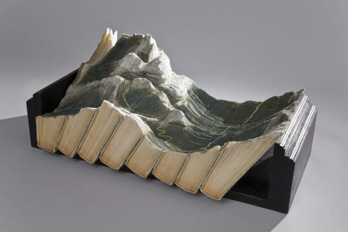 sculture-vecchi-libri-incisi-paesaggi-montagne-guy-laramee-05