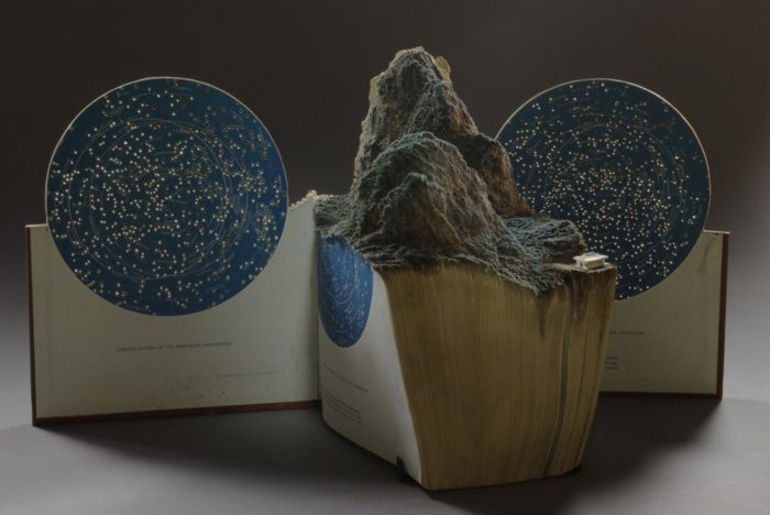 sculture-vecchi-libri-incisi-paesaggi-montagne-guy-laramee-07