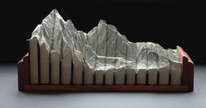 sculture-vecchi-libri-incisi-paesaggi-montagne-guy-laramee-10