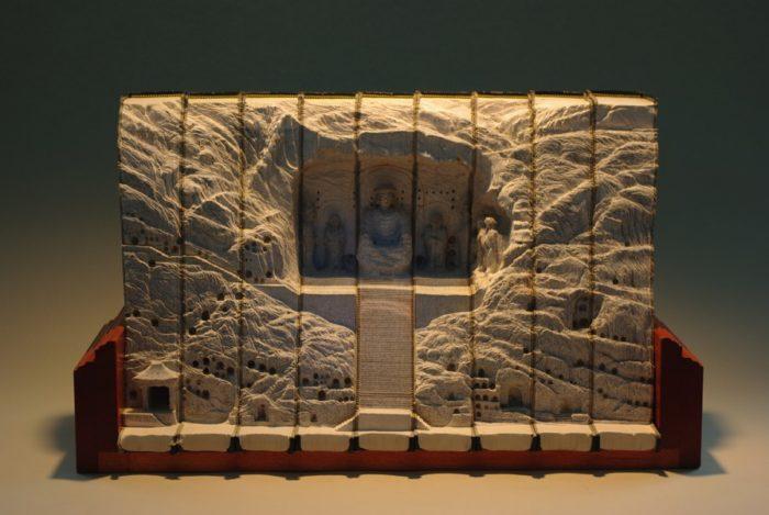 sculture-vecchi-libri-incisi-paesaggi-montagne-guy-laramee-11