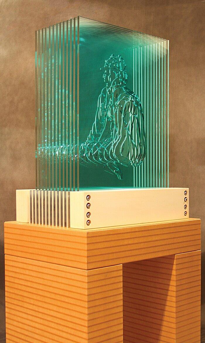 sculture-vetro-intagliato-rivelano-figure-umane-jed-malitz-04
