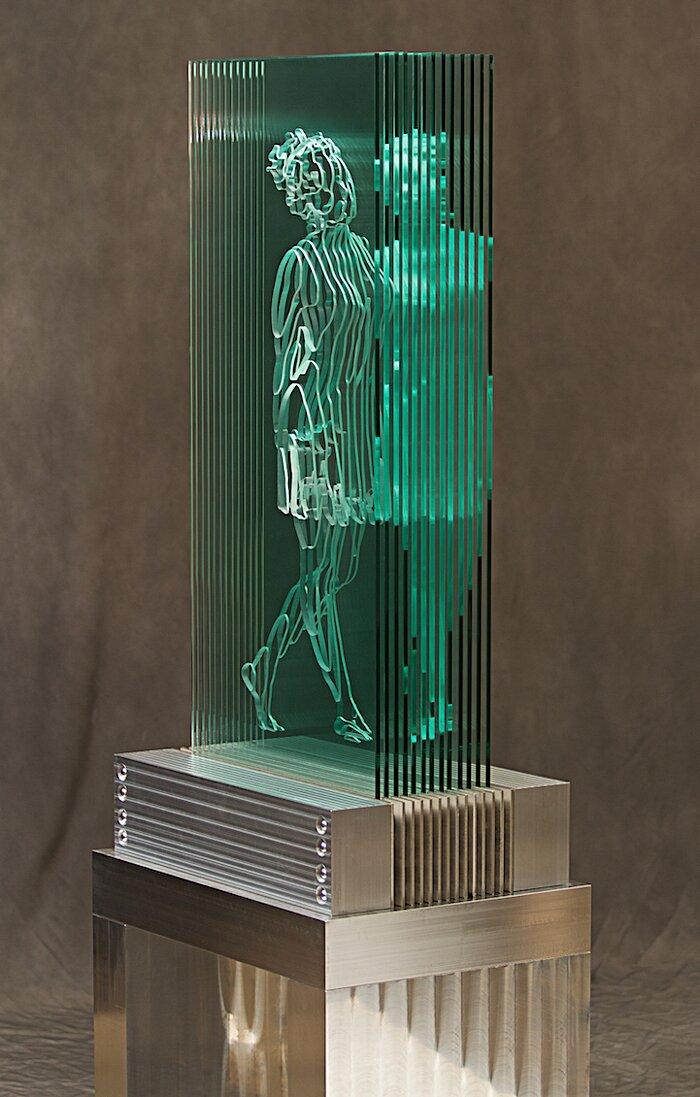 sculture-vetro-intagliato-rivelano-figure-umane-jed-malitz-07