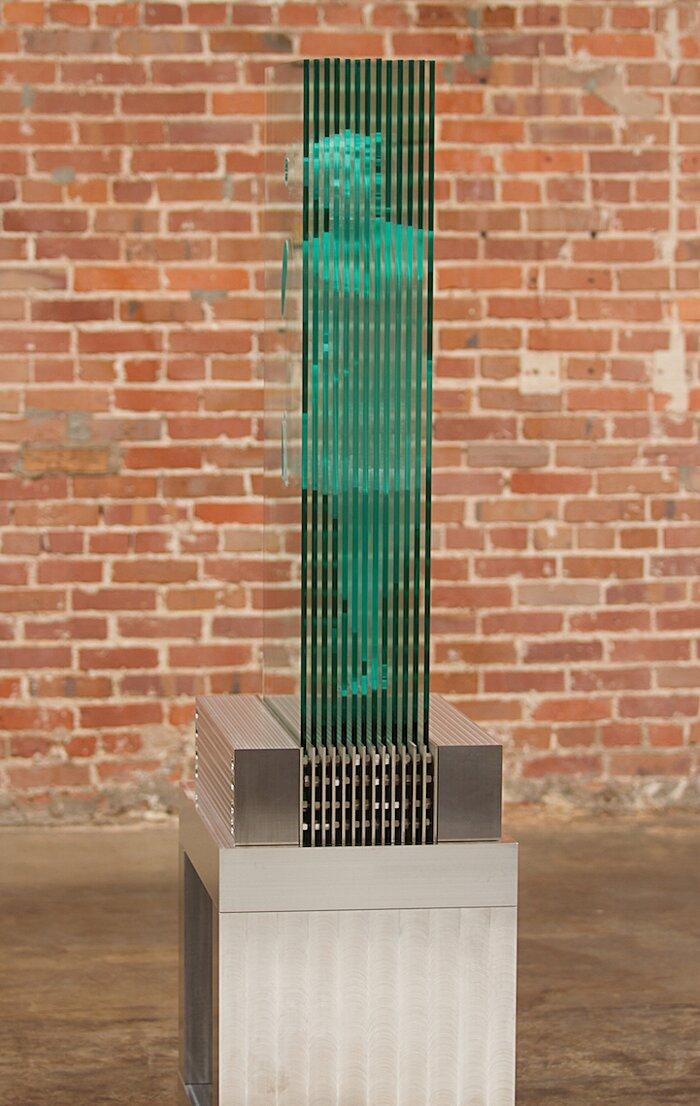 sculture-vetro-intagliato-rivelano-figure-umane-jed-malitz-09