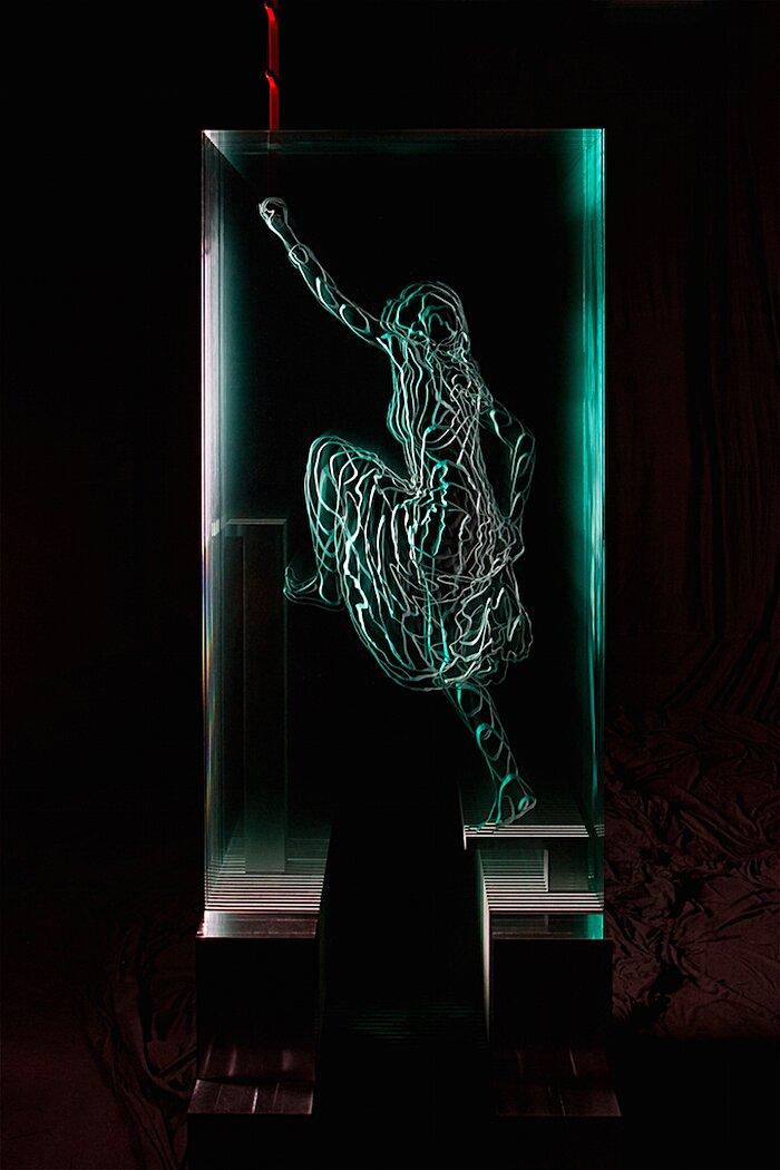 sculture-vetro-intagliato-rivelano-figure-umane-jed-malitz-12