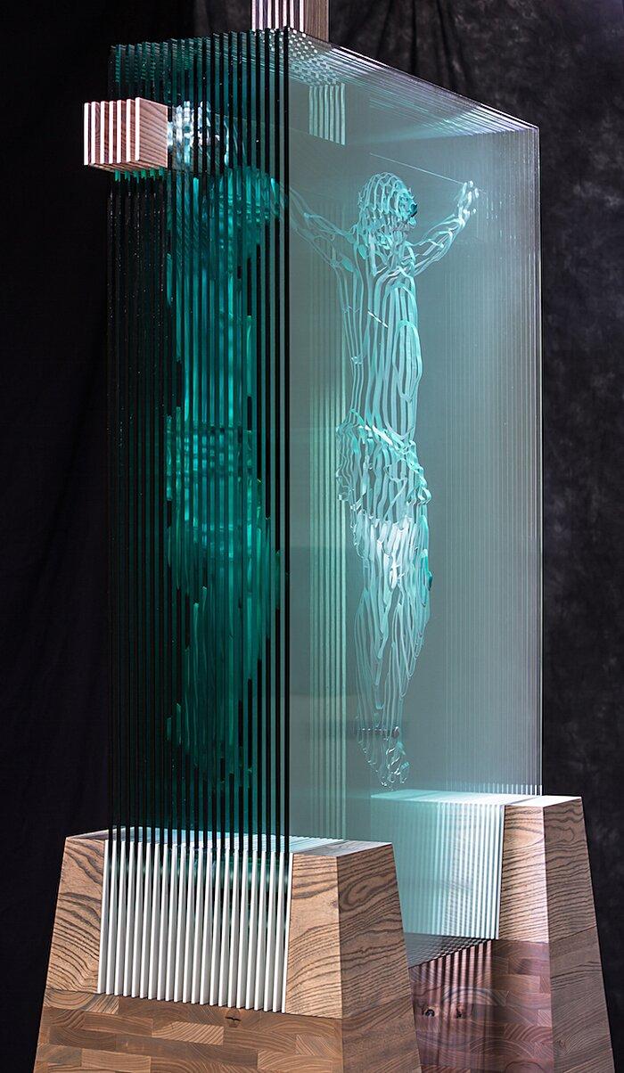 sculture-vetro-intagliato-rivelano-figure-umane-jed-malitz-15