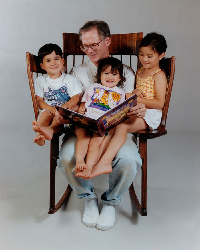 sedia-dondolo-tre-posti-storytime-rocking-chair-hal-taylor-13