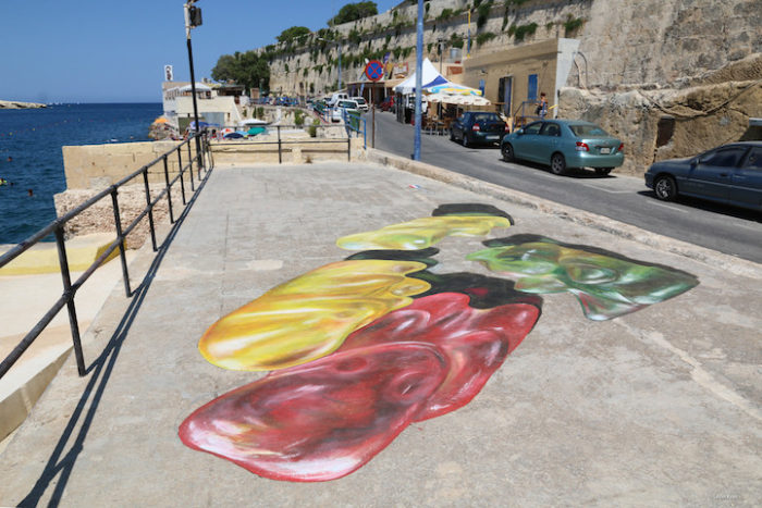 street-art-dipinti-anamorfici-orsetti-caramelle-leon-keer-2