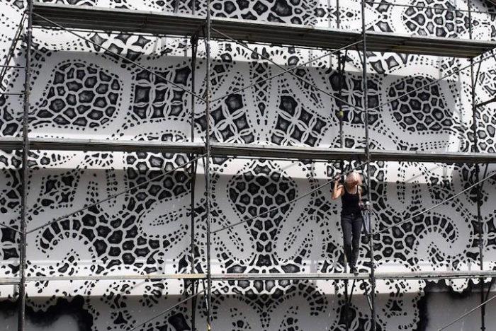 street-art-murales-eleganti-pizzo-uncinetto-nespoon-3
